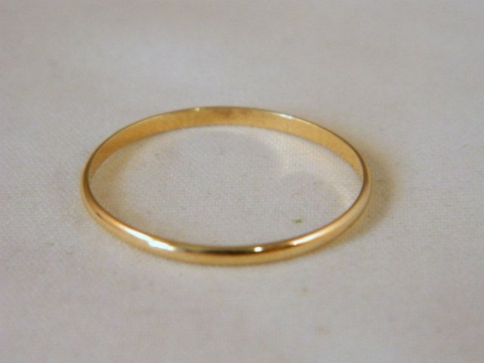 Single band gold wedding ring